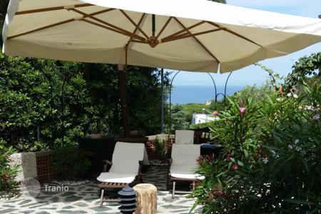 Coastal apartments for sale in Spotorno. Apartment – Spotorno, Liguria, Italy