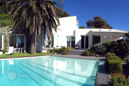 Luxury houses with pools for sale in Liguria. Modern villa in Bergeggi, Liguria