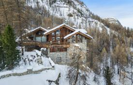 Luxury chalets for sale in Alps. Mountain view chalet with a terrace and a swimming room, in the ski resort of Val d'Isère, Savoie, France