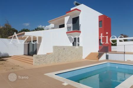 Houses with pools for sale in Loule. Villa with pool and garden in Loule