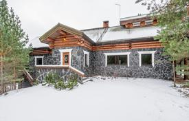 Houses for sale in Finland. Spacious cottage with a swimming pool and 2 saunas, on a large plot of land, with a picturesque view of the surroundings