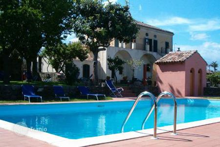 Villas and houses for rent with swimming pools in Sicily. Villa Praiola