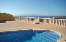 Houses for sale in Costa Adeje. Villa with terrace and swimming pool in the area of Torviscas Alto, Costa Adeje, Tenerife