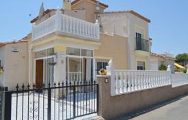 3 bedroom houses for sale in Algorfa. 3 bedroom villa with solarium, private pool, within a complex with BBQ and sport facilities in Algorfa