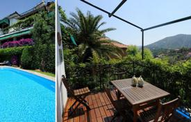 5 bedroom houses by the sea for sale in Liguria. Prestigious villa situated on the first hill in Alassio