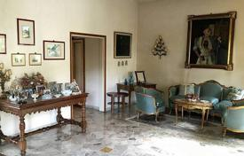 3 bedroom apartments for sale in Tuscany. Two-level apartment with a garden in Florence, Tuscany, Italy