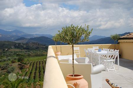 Villas and houses for rent with swimming pools in Sicily. Orchidea