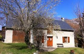 Property for sale in Bagnères-de-Bigorre. Spacious villa with a beautiful garden, five minutes drive from the city center, Bagneres-de-Bigorre, France