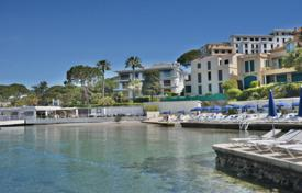Superb waterfront apartment 120 m² with panoramic sea views for 2,650,000 €