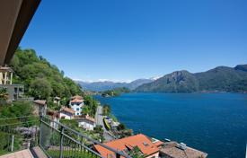 Coastal residential for sale in Sala Comacina. Top floor apartment in Sala Comacina with panoramic views on Lake Como
