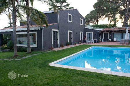 Property for sale in San Giovanni La Punta. Elegant villa with pool and garden in San Giovanni La Punta, Sicily