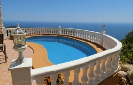 Houses for sale in Cumbre. Villa of 2 bedrooms with private pool and stunning views over the sea in Benitachell