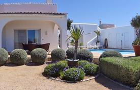 Houses for sale in Carvoeiro. Spacious 3 Bedroom Villa in Great Location with Wonderful Sea Views, Carvoeiro