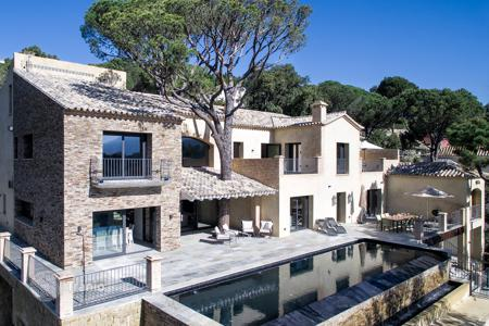 4 bedroom villas and houses by the sea to rent in Marbella. Villa Palencia, El Madronal, Marbella