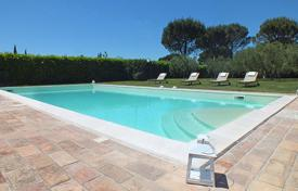 Villas and houses for rent with swimming pools in Umbria. Casale del Colle