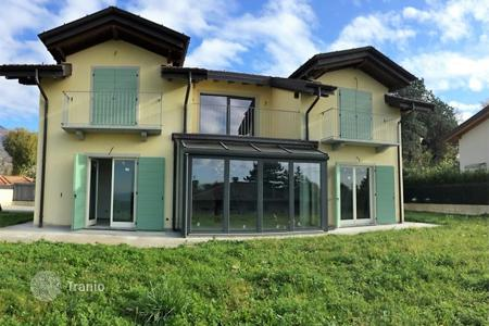 Property for sale in Gavirate. Villa – Gavirate, Lombardy, Italy