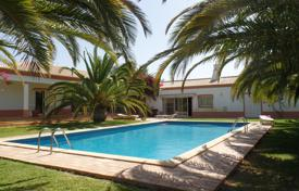 2 bedroom houses for sale in Faro. Tranquil 6 Bedrooms Mediterranean Style Villa, 5 min drive to Beach and Albufeira