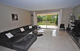 Residential for sale in Roquebrune — Cap Martin. Apartment with a terrace and a garden, in a prestigious residence with a pool and a private beach access, Cap Martin, Cote d'Azur