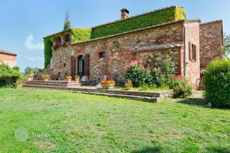Houses for sale in Sinalunga. Fabulous villa in Siena, Italy