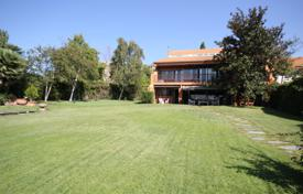 Property for sale in Madrid (city). Spacious house with a garden in the district of Aravaca, Madrid, Spain