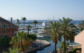 3 bedroom houses for sale in Andalusia. Fabulous luxury duplex penthouse with marvellous southeasterly views to the Marina and the sea