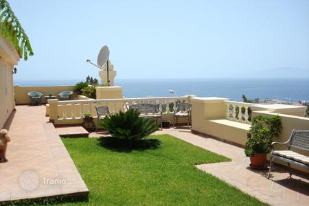 4 bedroom houses for sale in Canary Islands. Respectable furnished villa with panoramic sea views in Adeje, Tenerefie