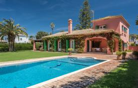 Elegant Villa in the Kings and Queens just minutes walk from the beach for 1,750,000 €