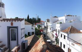 Townhouses for sale in Portugal. 4 bedroom townhouse with rental licence in the centre of Tavira