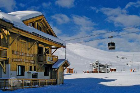 Villas and houses to rent in Huez. Ski-in/ski-out chalet in Alp d'Huez, French Alps, France