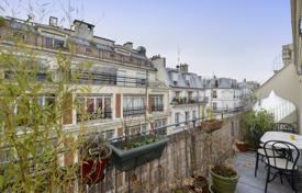 2 bedroom apartments for sale in Paris. Paris 9th District – A perfect pied a terre with a terrace