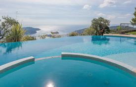 Luxury 5 bedroom houses for sale in Èze. Villefranche-sur-Mer — Neo-Provencal-style villa