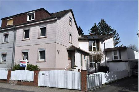 Houses for sale in Frankfurt am Main. Beautiful spacious house in Kronberg, Germany