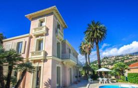 Houses with pools for sale in Menton. Luxury villa in the center of Menton