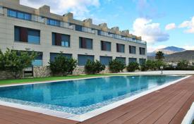 Coastal townhouses for sale in Costa Blanca. Townhouse in a new residence with swimming pool, 100 meters from the sea, in Campello, Alicante, Spain. 50% discount from the builder!