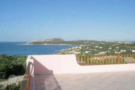 Coastal residential for sale in Santa Teresa Gallura. New-built Villa Rosa in Baia di Santa Reparata (OT), erected only 500mt