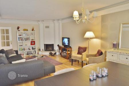Property for sale in Carcavelos. Comfortable apartment near the beach in Carcavelos, Portugal