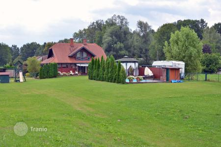 3 bedroom houses for sale in Slovenia. This amazing property of 19,400 m² is located only 10 minutes drive from the city center, in the lovely landscape of Ljubljansko barje Park