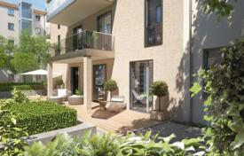 Residential for sale in Charlottenburg. Two-level apartment with a balcony in a luxurious secured residence with a parking, Charlottenburg, Berlin