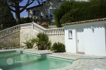 4 bedroom houses for sale in Colomars. Charming provencal home with swimming pool