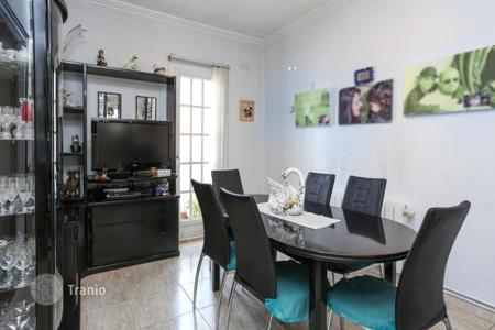 Cheap 3 bedroom apartments for sale in Spain. Spacious apartment with 3 bedrooms in Sant Adria de Besos, a suburb of Barcelona
