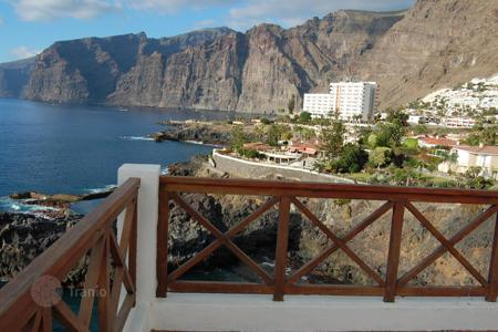 3 bedroom apartments for sale in Tenerife. Unique penthouse on the seafront in Los Gigantes in Tenerife
