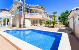 Houses with pools for sale in Valencia. Two-level villa with a pool, a garden and a sea view in Torrevieja, Los Altos area