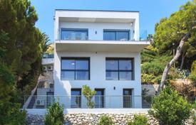 Houses with pools for sale in Èze. Modern house with a terrace, a pool and sea views, Èze, French Riviera, France