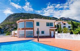 Coastal residential for sale in Calpe. Spacious villa with sea view, Calpe, Spain