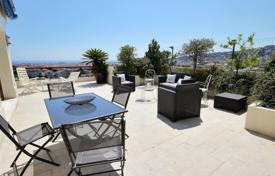 4 bedroom apartments for sale in Côte d'Azur (French Riviera). Exceptional villa on the rooftop in Cimiez