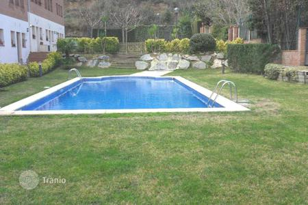 Coastal property for sale in Costa del Maresme. Terraced house – Calella, Catalonia, Spain