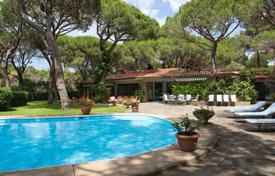 Mediterranean villa only two steps from the beach Roccamare in Tuscany for 7,500,000 €