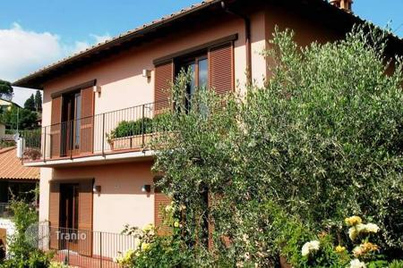 4 bedroom houses for sale in Florence. Villa – Florence, Tuscany, Italy