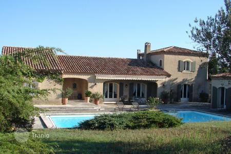 5 bedroom houses for sale in Bouches-du-Rhône. Eygalières — Lovely villa