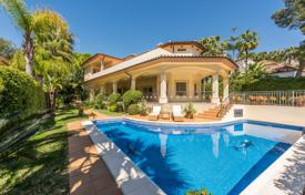 4 bedroom houses for sale in Marbella. Delightful Mediterranean Villa in Altos Reales, Marbella Golden Mile